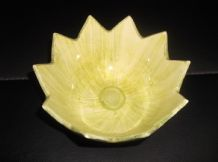 VINTAGE DEVON WARE HIGH GLAZE DISH LILY / LOTUS PAD FLOWER SHAPE GREEN YELLOW